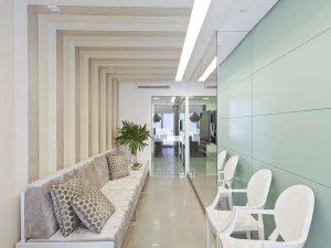 clínica de cirgurgia plástica   sala de espera