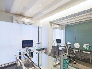 clínica de cirgurgia plástica   sala de consulta