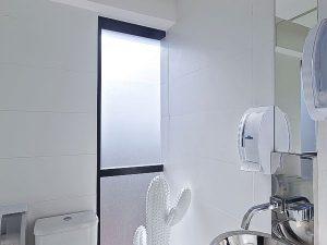 clínica de cirgurgia plástica   lavabo