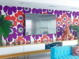 as cores, o design e o artesanato contracenam no morada de um jovem casal  | em breve na galeria de arquitetura residencial